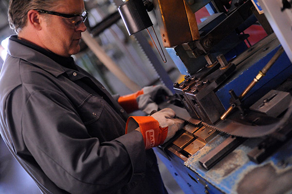 Worker cutting metal using a Bahco product