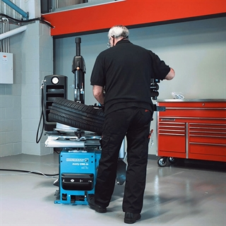 See the latest additions to the range of Hofmann tyre changers and find the ideal wheel service solution for your business.