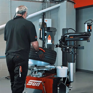 Complete your tyre and wheel servicing setup by adding a tyre changer to your workshop - find the perfect partner for your wheel balancer here.